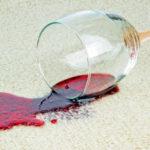 Ako čistiť fľaky od červeného vína
